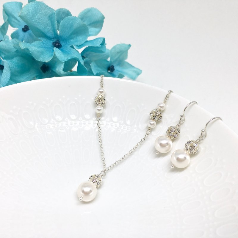 sparkly pearl bridal jewelry