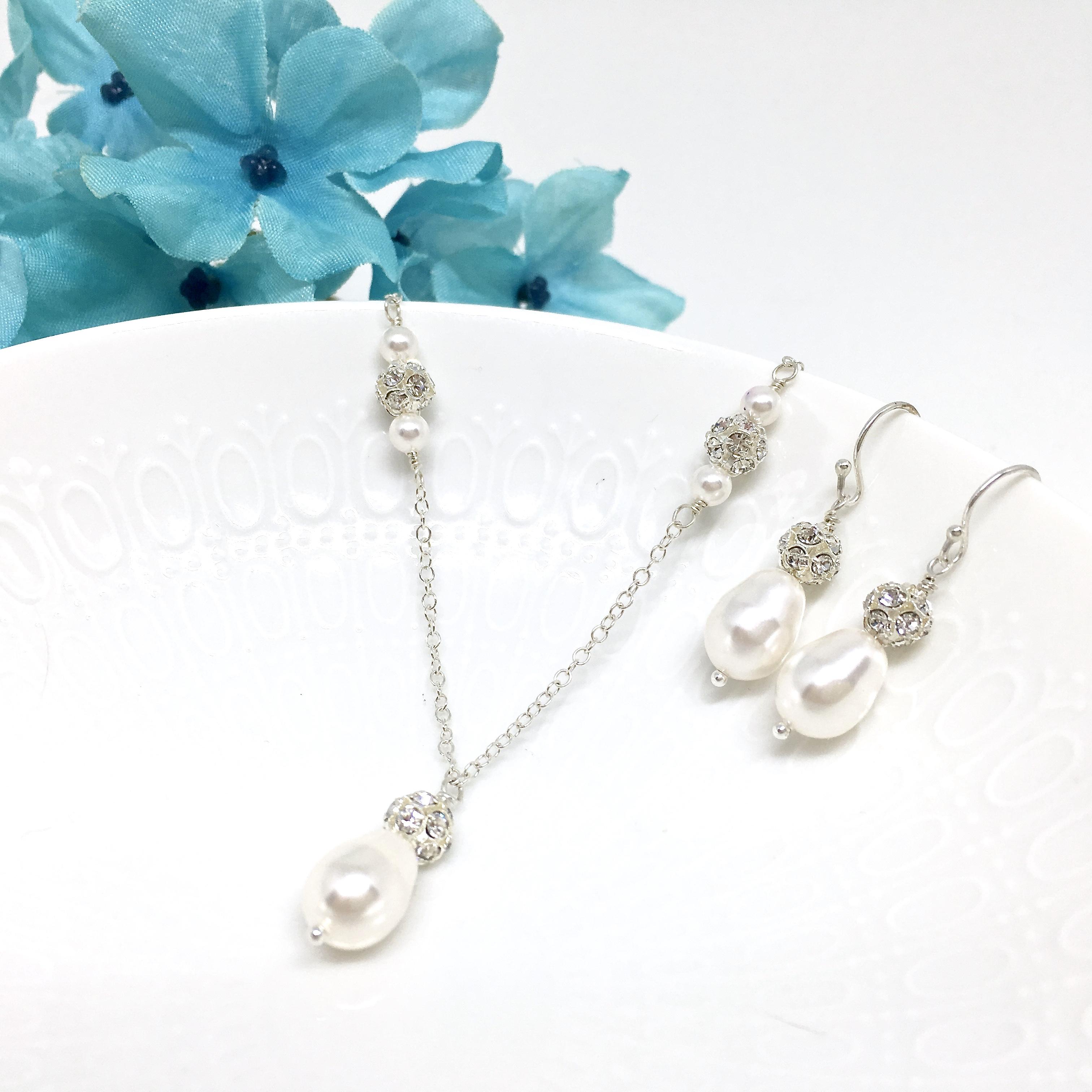 Teardrop Pearl Bridal Necklace