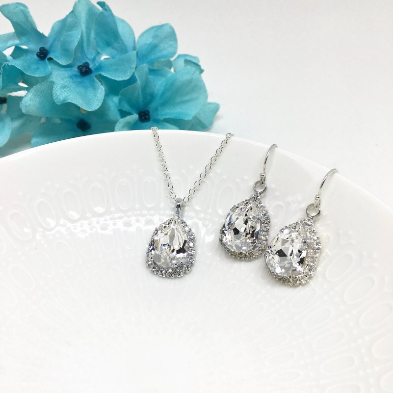 Pear Halo Bridal Jewelry